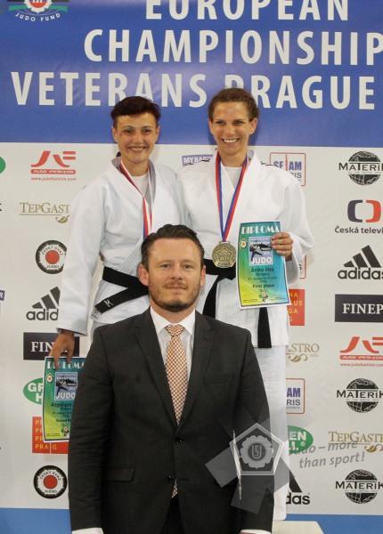 Illés Anikó (jobbról) is aranyérmes lett Prágában